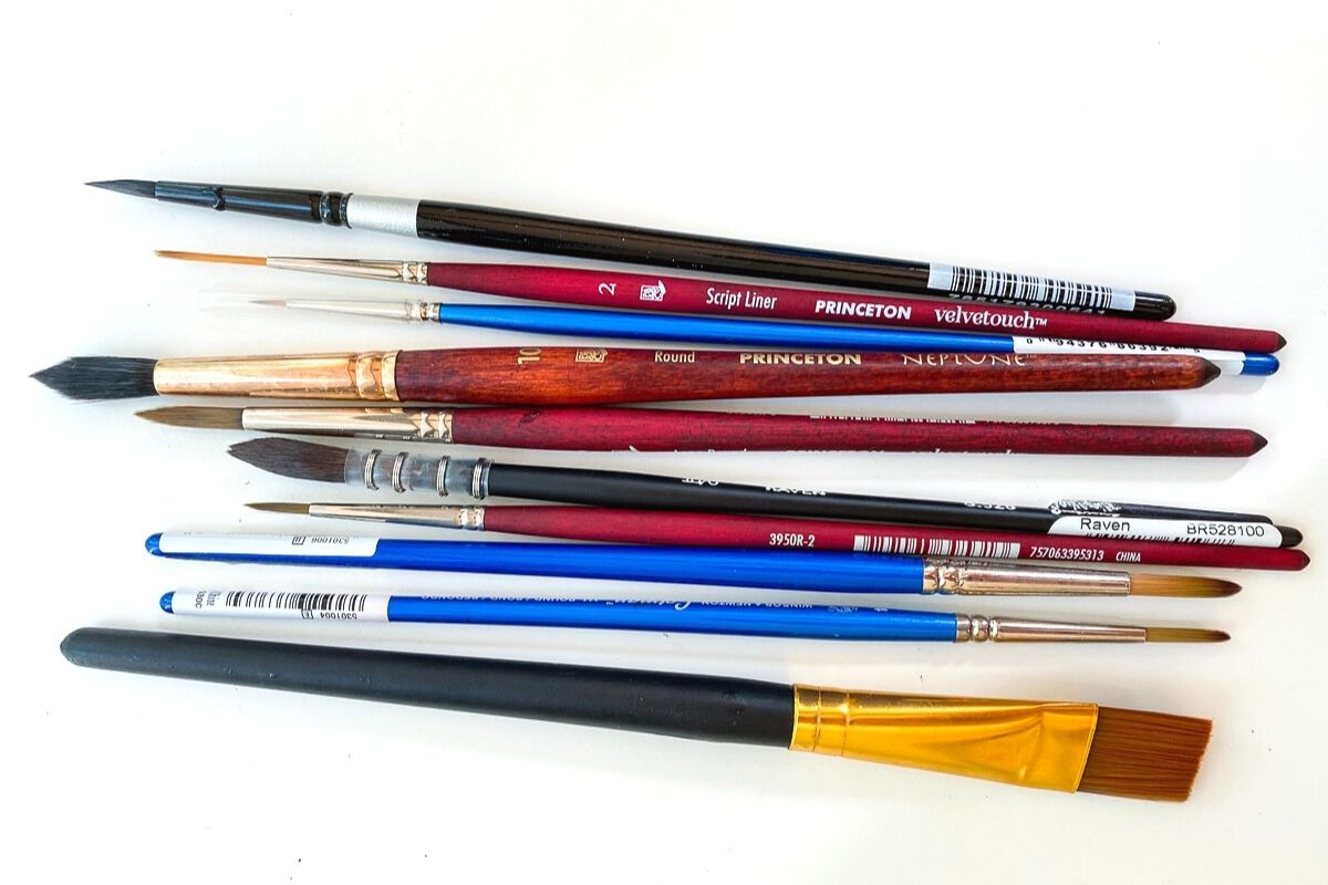 watercolor brushes in different sizes